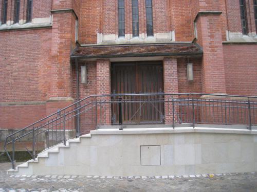 Neubau behindertengerechte Rampe  Seiteneingang