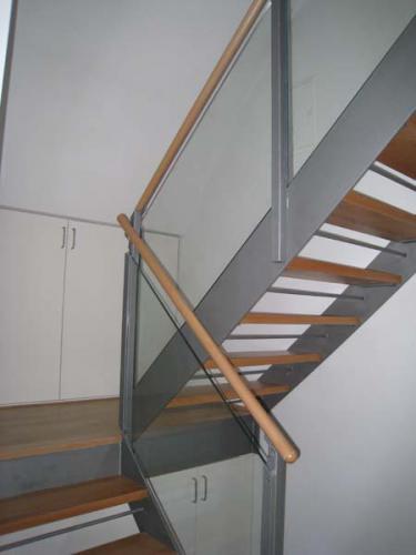 Straubinger Str. 7 Galerietreppe von unten