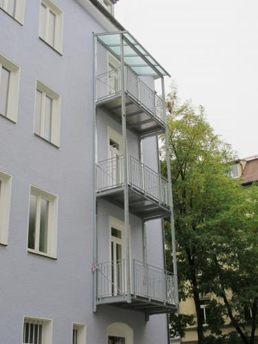 Fasaneristr. 3c Balkonturm Einfahrt