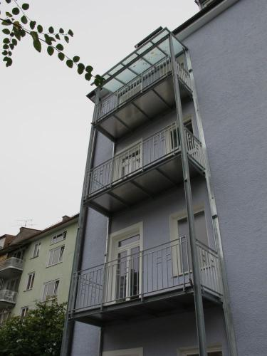 Fasaneristr. 3c Balkonturm Hof