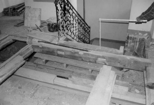 Kaiser-Max-Str. 18 VG  vor der Sanierung Austritt Treppe
