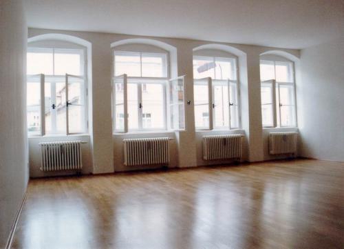 Kaiser-Max-Str. 18 VG  Fensterfronnt von Innen