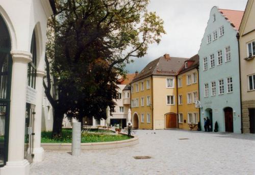 Kaiser-Max-Str. 18 RG AnsichtmitPlatz