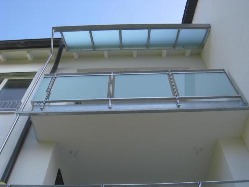 Painbreitenstr. 2 Balkon mit Glasdach