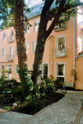 Parkstr. 29a Ansicht West Baum