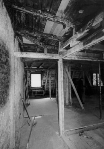Parkstr. 29a vor der Sanierung Dachstuhl angebrannt