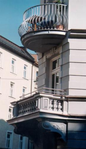 Rosenheimer Strasse zwei Balkone