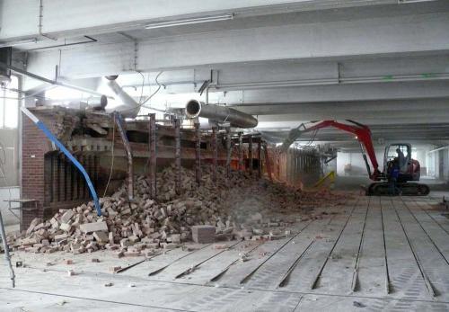 Teilabbruch der ehemaligen Fabrik 2008 - Tunnelofen