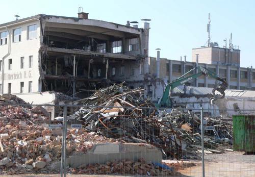 Teilabbruch der ehemaligen Fabrik 2008 -  Querbau