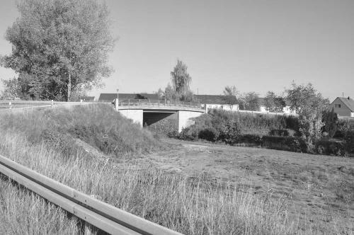 Fit und Funpark Bahnueberfuehrung vorher